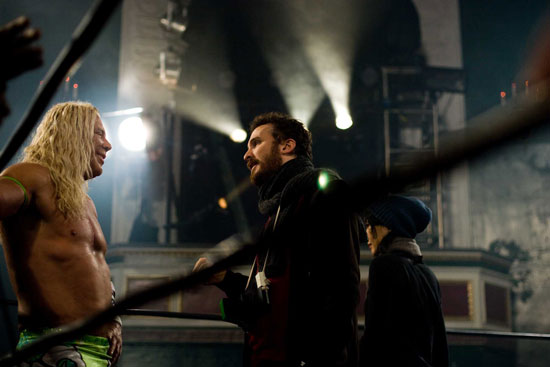 (from left) Mickey Rourke and Darren Aronofsky on the set of The Wrestler