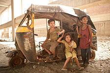 (from left) Ayush Mahesh Khedekar, Rubiana Ali and Azharuddin Mohammed Ismail in Slumdog Millionaire