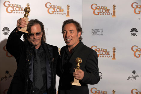 (from left) Mickey Rourke and Bruce Springsteen at the 66th Annual Golden Globe Awards