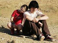 (from left) Abigail Breslin and Paul Dano in Little Miss Sunshine
